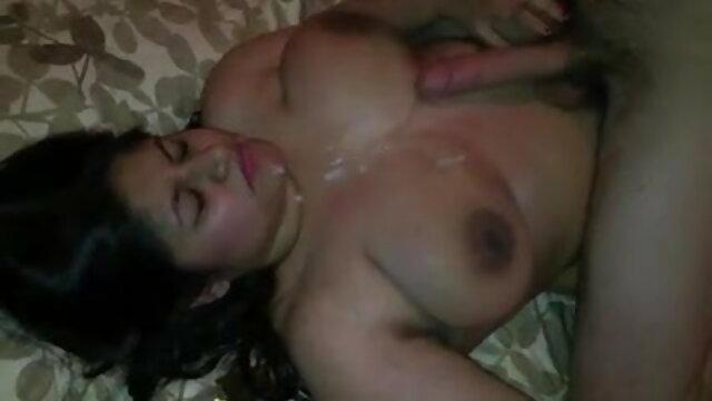सेक्स कोई पंजीकरण  एक बेडरूम में एक गद्देदार बेंच पर स्वच्छ. सेक्सी मूवी हिंदी सेक्सी मूवी